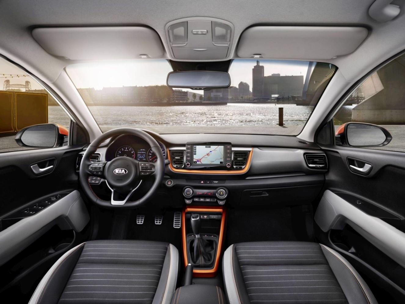 KIA'nın B segmentindeki yeni crossover modeli Stonic Türkiye'de satışa sunuldu. Kompakt SUV segmentine son derece atak ve taze bir yaklaşım getiren Stonic, KIA ürün gamının en son halkasını temsil ediyor. | Sungurlu Haber