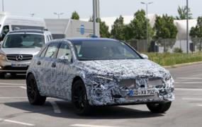 Yeni Mercedes GLA (geliştirme aşaması) resim galerisi