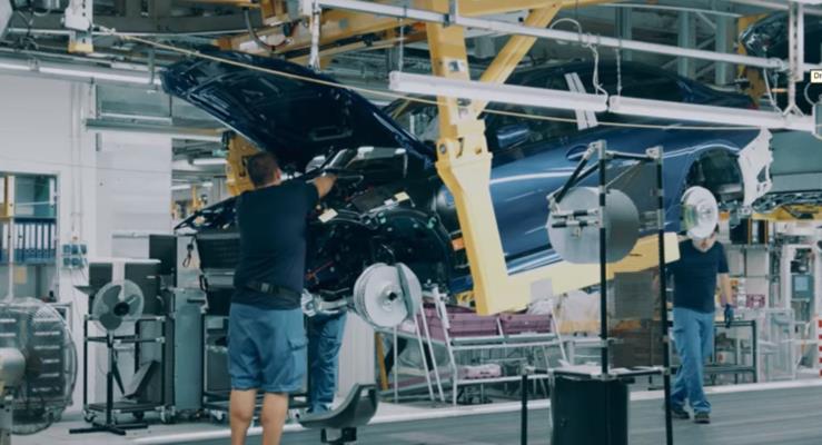 2019 BMW 3-Serisi yeni dış tasarımını ve teknolojik kabinini gösterdi