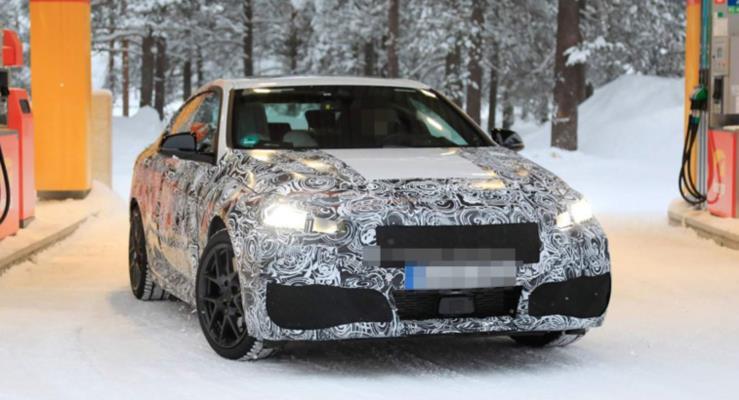 2020 BMW 2 Serisi Gran Coupe karda drift yaparken görüntülendi