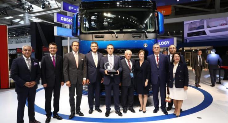 Büyük ödül Türk mühendislerin geliştirdiği yerli kamyona verildi!