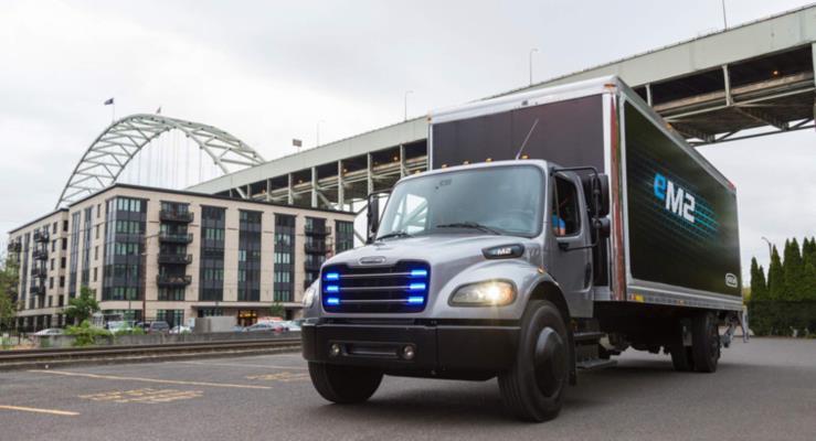 Freightliner'ın eM2 elektrikli kamyonu Amerika yollarında