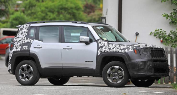 Güncellenen Jeep Renegade yeni kabin teknolojileri ve hibrit sistemle geliyor