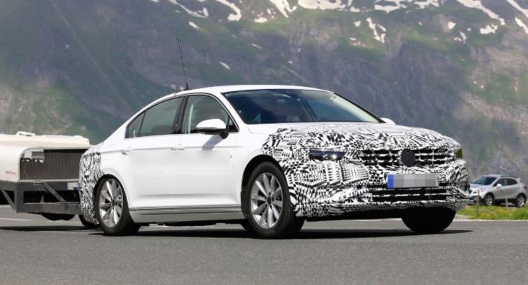 Güncellenen VW Passat stil değişiklikleriyle geliyor