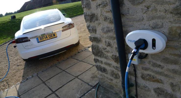 İngiltere'de yeni evlerde elektrikli otomobil şarj noktası mecburi olacak