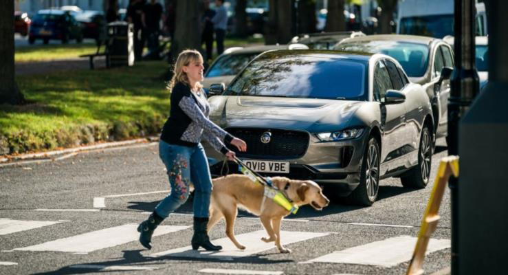 Jaguar elektrikli I-Pace'e uyarı sesi eklemek için görme engellilerle çalıştı