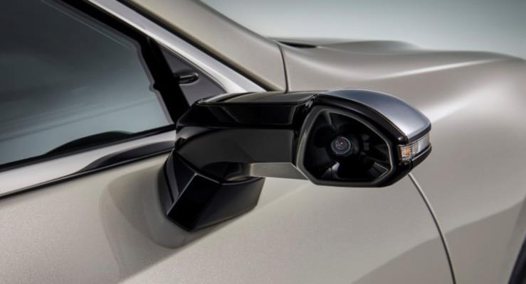 Lexus Dijital Aynalı ES Sedan ile Bir İlke Daha İmza Attı
