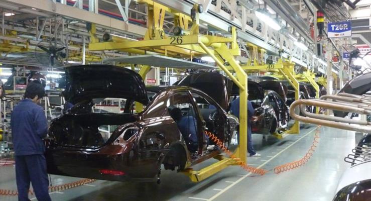 """Merkel'den yasa yapıcılara """"otomotiv sektörünü zayıflatmayın"""" uyarısı"""