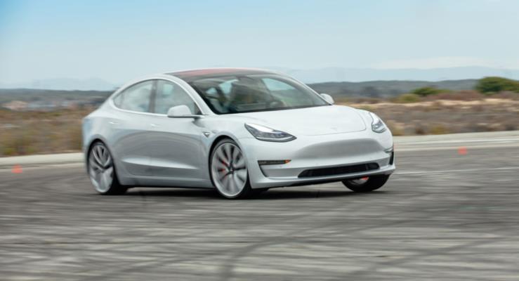 Tesla Model 3 Almanları geride bıraktı