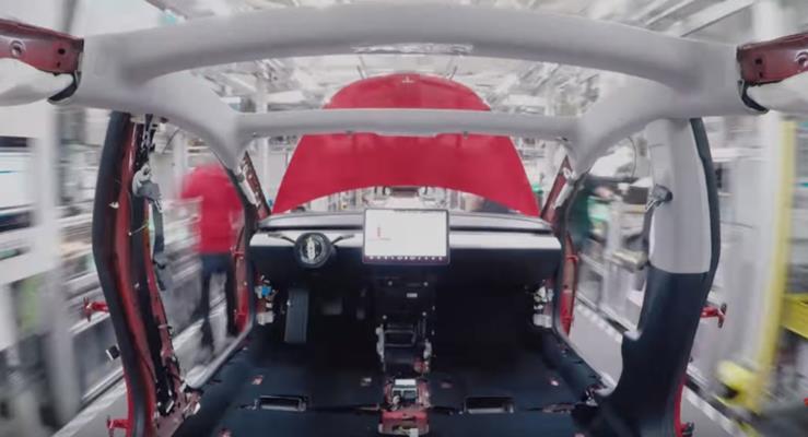Tesla Model 3'ün üretiminden ilginç görüntüler