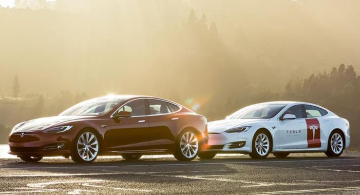 """Tesla """"tam otomatik sürüş"""" seçeneğini kaldırıyor"""