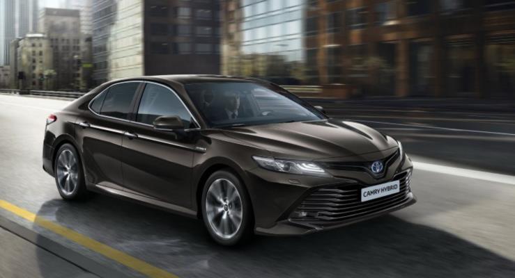 Toyota Camry hibrit sistemle Avrupa'ya geri dönüyor
