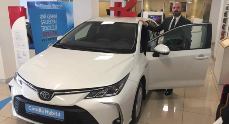 Yeni Corolla 95 bin 700 TL'den Toyota Plaza Kar showroomlarında yerini aldı