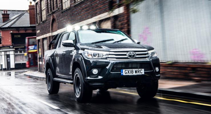 """Yeni Toyota HiLux Invincible 50 """"Geleceğe Dönüş""""ü hatırlatıyor"""